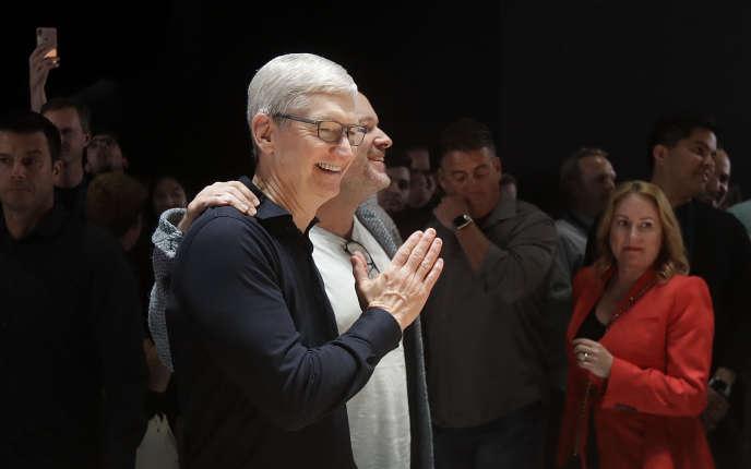 Le PDG d'Apple,Tim Cook, après sa présentation à la Worldwide Developers Conference à San José, lundi 3 juin.
