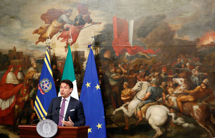 Le président du conseil italien, Giuseppe Conte, lors d'une conférence de presse au palais Chigi, à Rome, lundi 3juin.