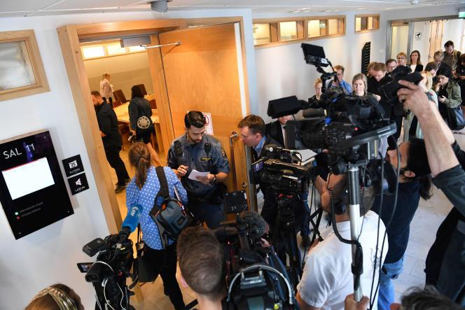 Au tribunal où se tient l'audience relative à la détention du fondateur de WikiLeaks, Julian Assange, à Uppsala, en Suède, le 3juin 2019.