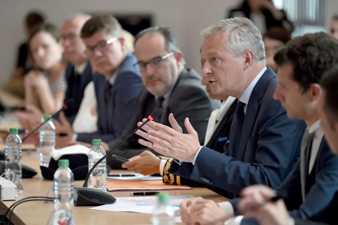 Le ministre de l'économie,Bruno Le Maire, lors d'une réunion avec des représentants du personnel de General Electric à Belfort, le 3juin.