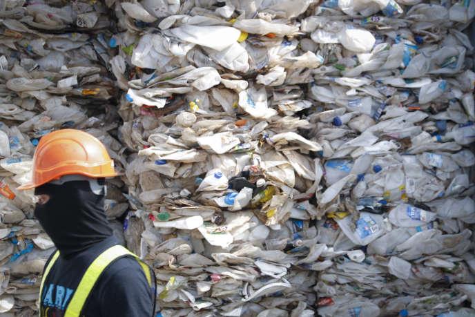 Un conteneur de déchets plastique en provenance d'Australie, en Malaisie le 28 mai.