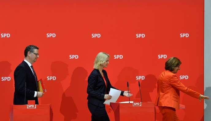 De gauche à droite : le chef de la fédération SPD de la Hesse, Thorsten Schäfer-Gümbel, les ministres-présidentes des Länder de Mecklembourg-Poméranie-Occidentale,Manuela Schwesig, et de Rhénanie-Palatinat, Malu Dreyer.