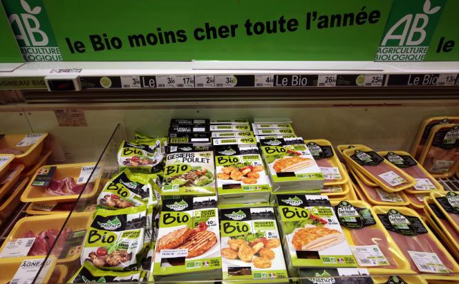 La section aliments bio dans un supermarché Auchan, à Nice, en 2016.