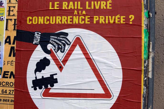 Une affiche contre la réforme ferroviaire, dans les rues de Toulouse, le 22 mai 2018.