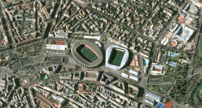 Le Parc des Princes et le stade Jean-Bouin vus du ciel parisien (de gauche à droite).