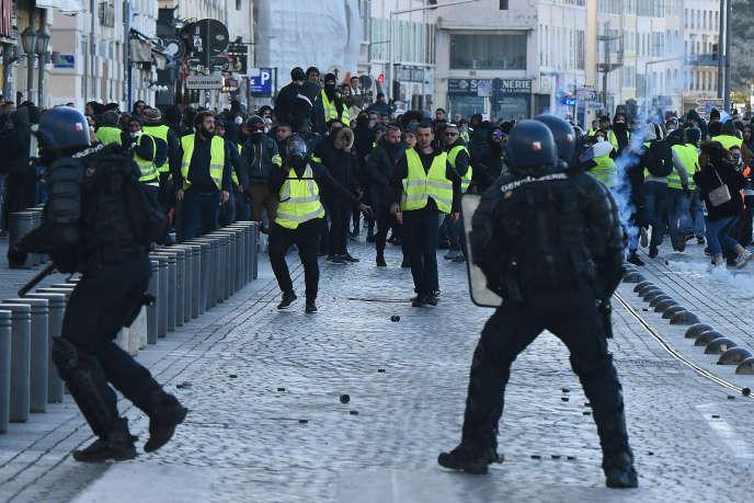 Un adolescent de 14ans visé par un tir de LBD à Marseille: le parquet ouvre une enquête