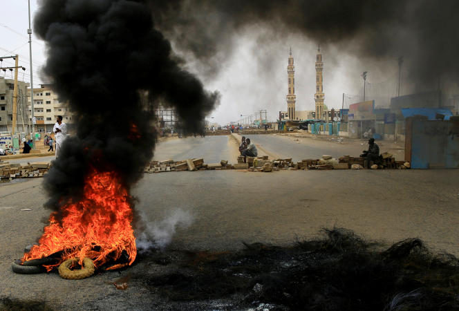 Les manifestants soudanais réclament le transfert du pouvoir aux civils.