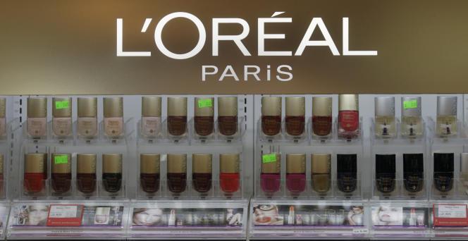 Cette somme représente un peu moins de 10 % du bénéfice net enregistré en 2018 (3,89milliards d'euros) par le géant français des cosmétiques.