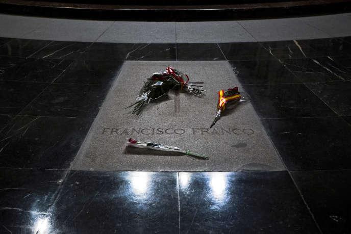 La tombe de Francisco Franco, dans le mausolée du Valle de los Caidos, à 66 km à l'ouest de Madrid.