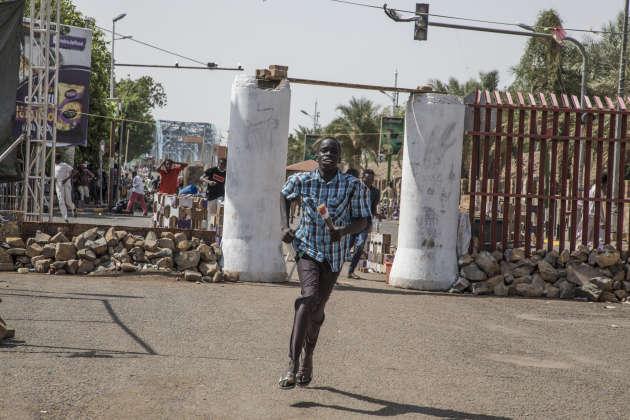 Samedi 1er juin, à Khartoum, une dizaine de personnes ont été blessées et un jeune homme de 15ans à été tué par une balle.