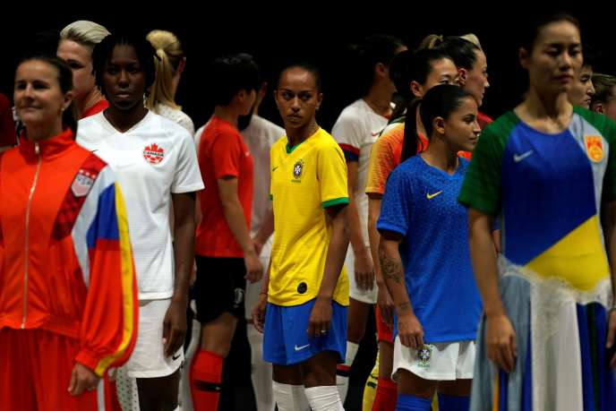 Présentation des maillots des équipes disputant le Mondial féminin de football, à Paris, le 11 mars 2019.