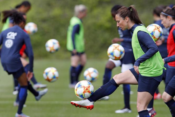 Gaëtane Thiney lors d'un entraînement avec l'équipe de France féminine à Clairefontaine (Yvelines), le 29 mai.