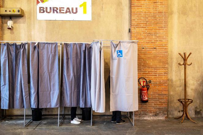 Bureau de vote lors des élections européennes, le 26 mai près de Toulouse.