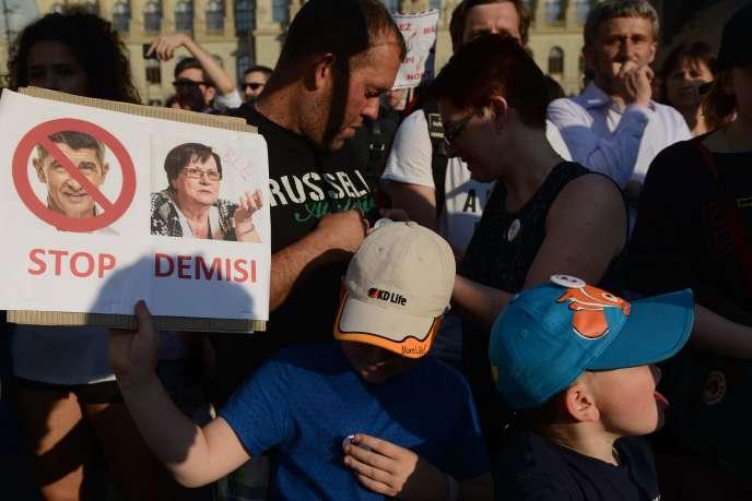 Manifestation contre le premier ministre Andrej Babis, soupçonné de corruption, et la nouvelle ministre de la justice,Marie Benesova, à Prague, le 4 juin 2019.
