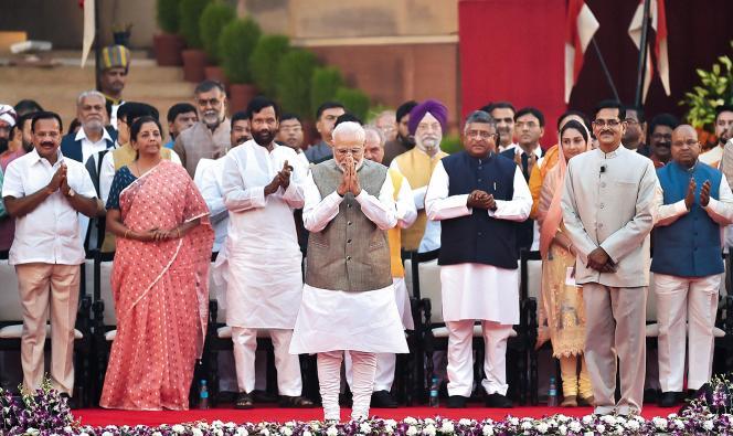 Le premier ministre indien Narendra Modi, le 30 mai à New Delhi, lors de sa cérémonie d'investiture, à laquelle s'est pressée une cohorte de sympathisants issus du cinéma.