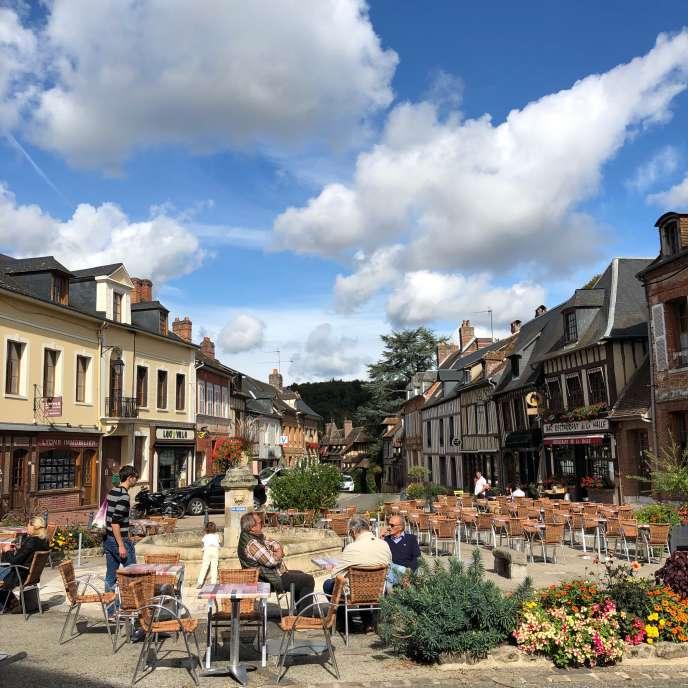 Au centre de Lyons-la-Forêt, la place du marché.