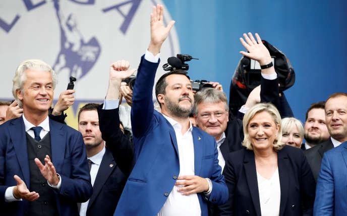 De gauche à droite : Geert Wilders, chef de file néerlandais du Parti de la liberté, le premier ministre italien Matteo Salvini patron de la Ligue et Marine Le Pen, présidente du rassemblement national, lors du rassemblement des têtes de partis nationalistes et d'extrême droite, le 18 mai 2019 à Milan (Italie).