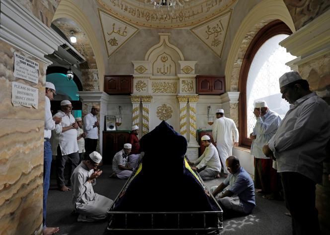 Des musulmans en plein ramadan, le 5 juin à Colombo.