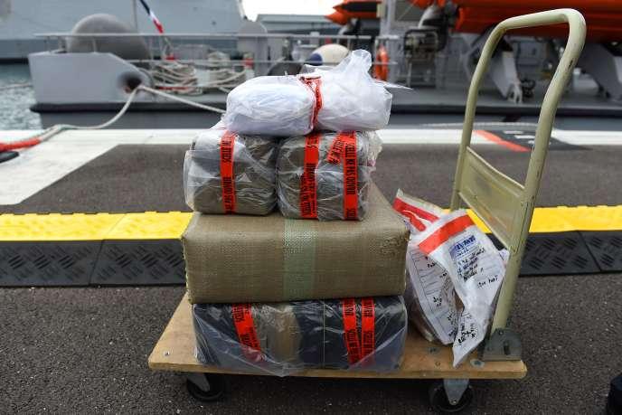 Quelque 232 paquets de drogues ont été saisis par les douanes maritimes près de Toulon, le 25 mai.