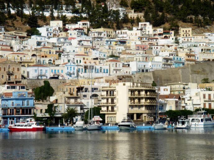 En Grèce, même si une loi de régularisation a été adoptée en2011, la prudence s'impose lors de l'achat d'un logement, à cause du peu de fiabilité du cadastre en dehors de la région d'Athènes.