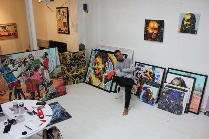 Mounou Désiré Koffi à la galerieArt-Z, à Paris, en juin 2019.