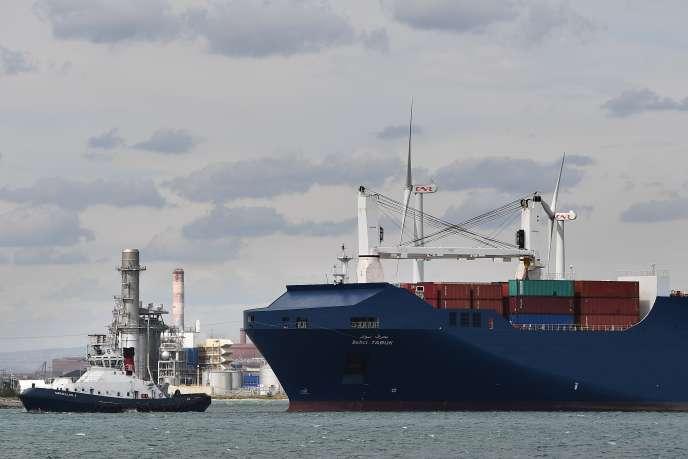 Un cargo saoudien arrivant au Grand Port autonome de Marseille.