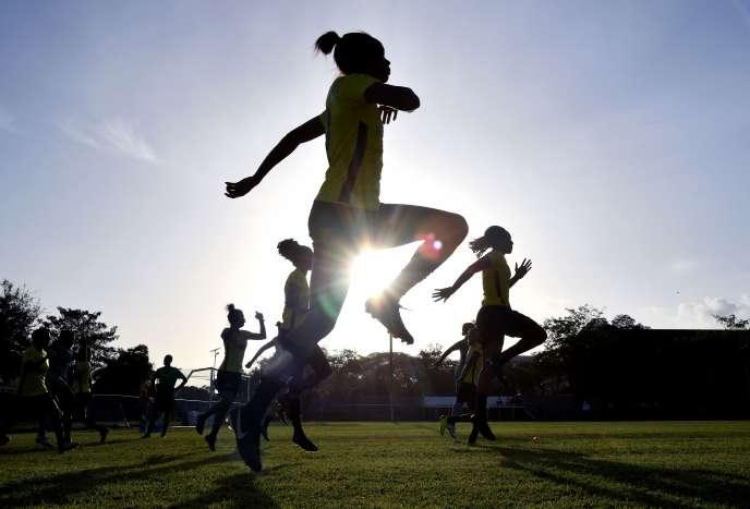 Les footballeuses jamaïcaines à l'entraînement, le 17 mai à Kingston.