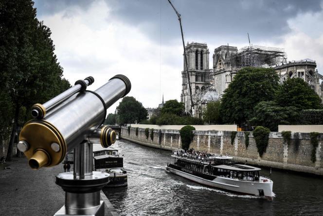 Vue sur la cathédrale de Notre-Dame un peu plus d'un mois après l'incendie, à Paris, le 20 mai.