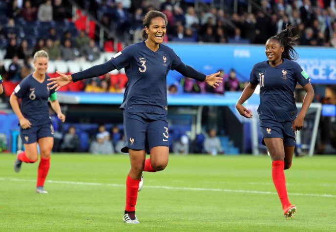 Wendie Renard après avoir marqué le troisième but du match France-Corée du Sud, le 7 juin.