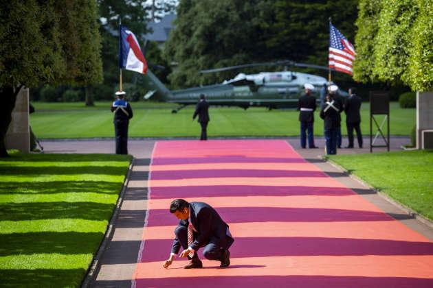 En attendant le couple présidentiel américain, à Colleville-sur-Mer, le 6 juin.