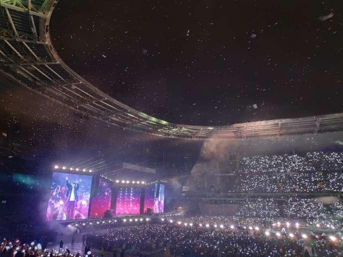 Le septuor de K-pop BTS à la fin de son concert au Stade de France, à Saint-Denis, le 7 juin 2019.