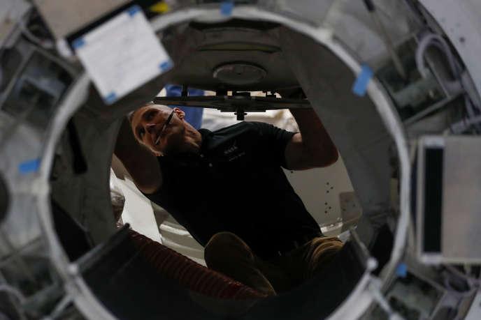 A l'intérieur d'une réplique de la Station spatiale internatinale (ISS), à Houston (Texas), le 22 mai.