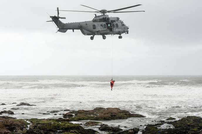 Vendredi, trois hélicoptères – de la gendarmerie, des pompiers et de la marine – survolaient la zone pour tenter de repérer les victimes.