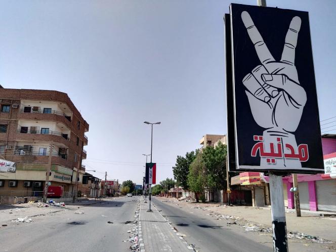 A Karthoum, le 6 juin. Sur le panneau :« civil et pacifique».