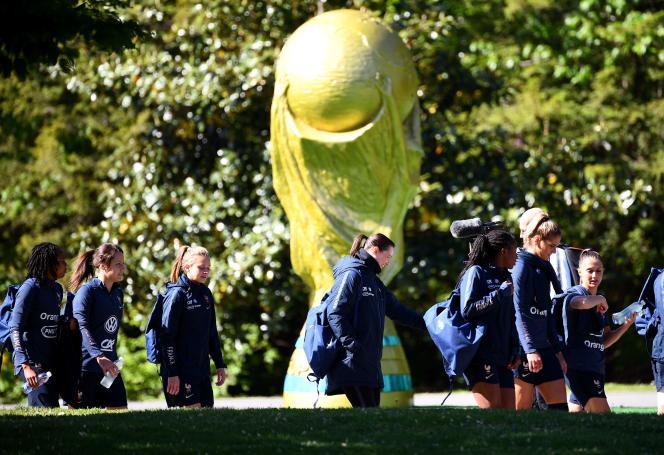 L'équipe française se rend à un entraînement en amont de la Coupe du monde 2019, à Clairefontaine (Yvelines), le 14 mai.