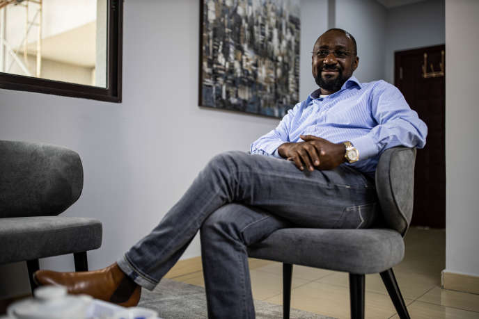 L'homme d'affaires congolais Yves Kabongo dans son bureau du centre-ville de Kinshasa, en République démocratique du COngo, le 6 juin 2019.