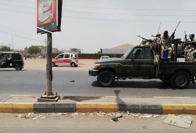 Les forces de sécurité dans la ville d'Omdourman, le 9 juin.