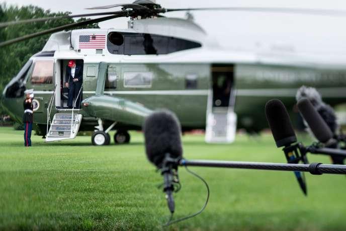 Le président américain Donald Trump rentre à la Maison blanche après sa tournée européenne, à Washington, le 7 juin.