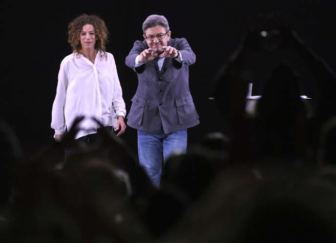 Charlotte Girard en campagne avec Jean-Luc Mélenchon en amont de l'élection présidentielle, à Dijon, en avril 2017.