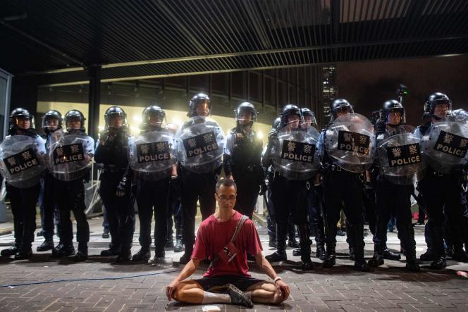 Manifestation contre le projet de loi d'extradition vers la Chine continentale, à Hongkong, dans la nuit du 9 au 10 juin.