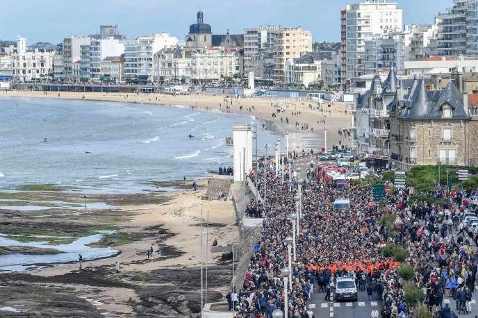 La marche silencieuse en hommage aux trois sauveteurs de la SNSM, le 10 juin aux Sables-d'Olonne.