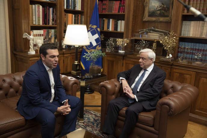 Alexis Tsipras (à gauche) et Prokopis Pavlopoulos, le 10 juin 2019, à Athènes.