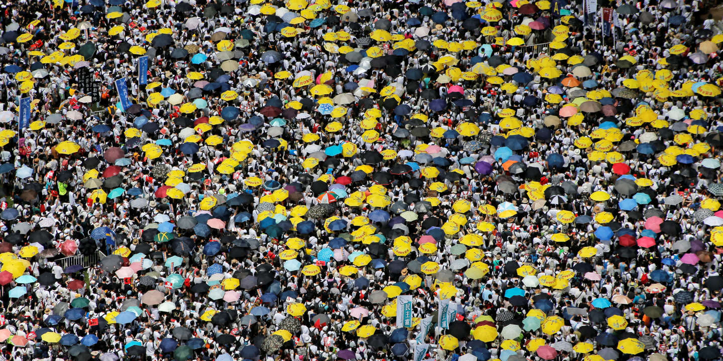 Demonstrators hold yellow umbrellas, the symbol of the Occupy Central movement, during a protest to demand authorities scrap a proposed extradition bill with China, in Hong Kong, China June 9, 2019. REUTERS/Thomas Peter