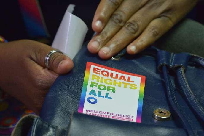 Ce jugement est «un signal revigorant pour la dignité humaine, la vie privée et l'égalité», a réagi Neela Ghoshal de l'organisation Human Rights Watch (HRW).