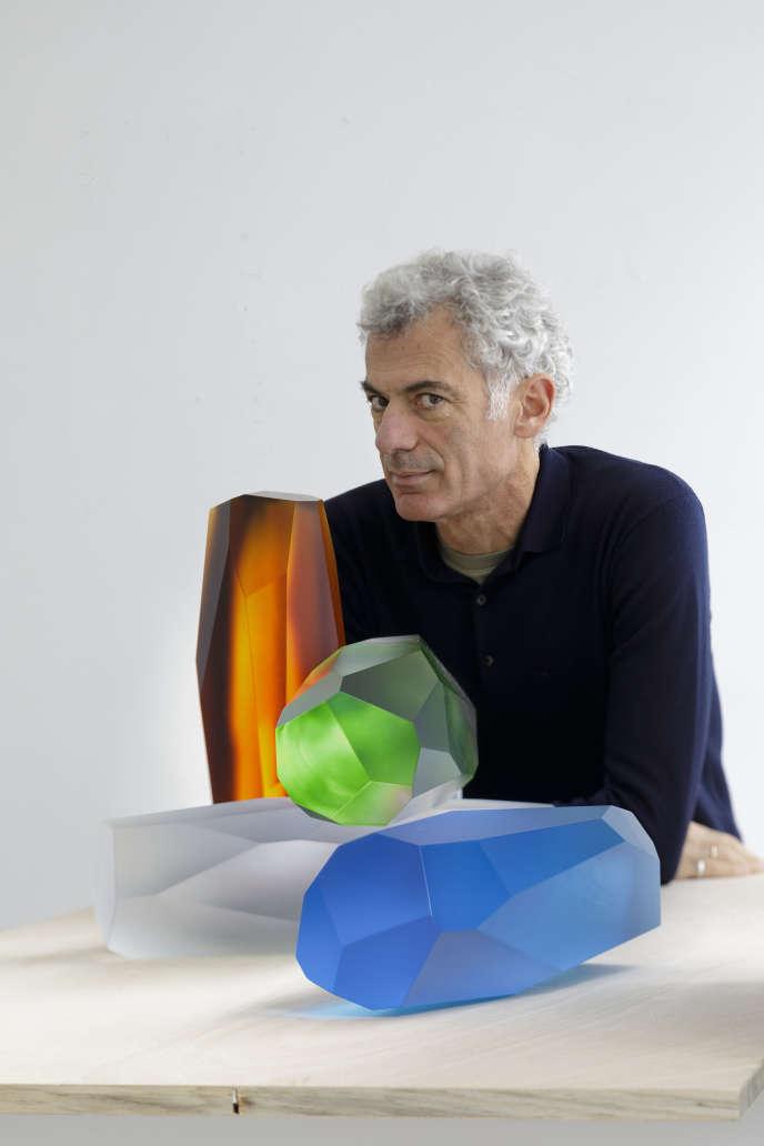Arik Levy et ses sculptures RockStone 40 aux jeux de lumière infinie en cristal Lalique (2018).