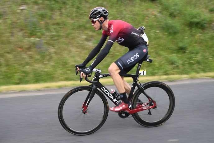 Le Britannique Christopher Froome a été emmené à l'hôpital après une chute sur le parcours du contre-la-montre du Critérium du Dauphiné, le 12juin.