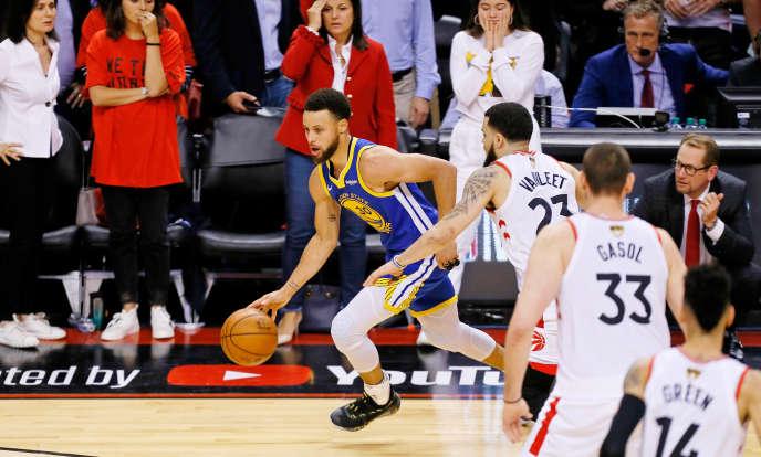 Stephen Curry et les Warriors de Golden State se sont imposés à Toronto lors du match cinq de la finale NBA, le 10 juin.