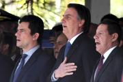Le ministre de la justice brésilien Sergio Moro, à gauche, avec le président Bolsonaro, le 11 juin à Brasilia.