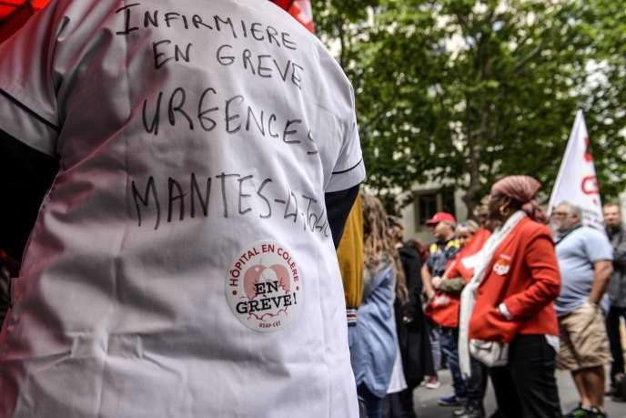 Manifestation des personnels de l'hôpital, à Paris, le 11 juin.