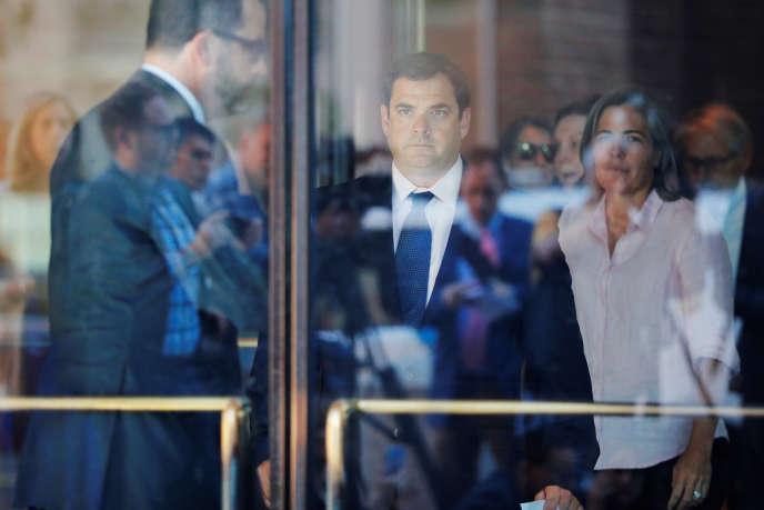 John Vandemoer, 41 ans, ancien responsable des équipes de voile de Stanford, à sa sortie du tribunal fédéral à Boston, le 12 juin.